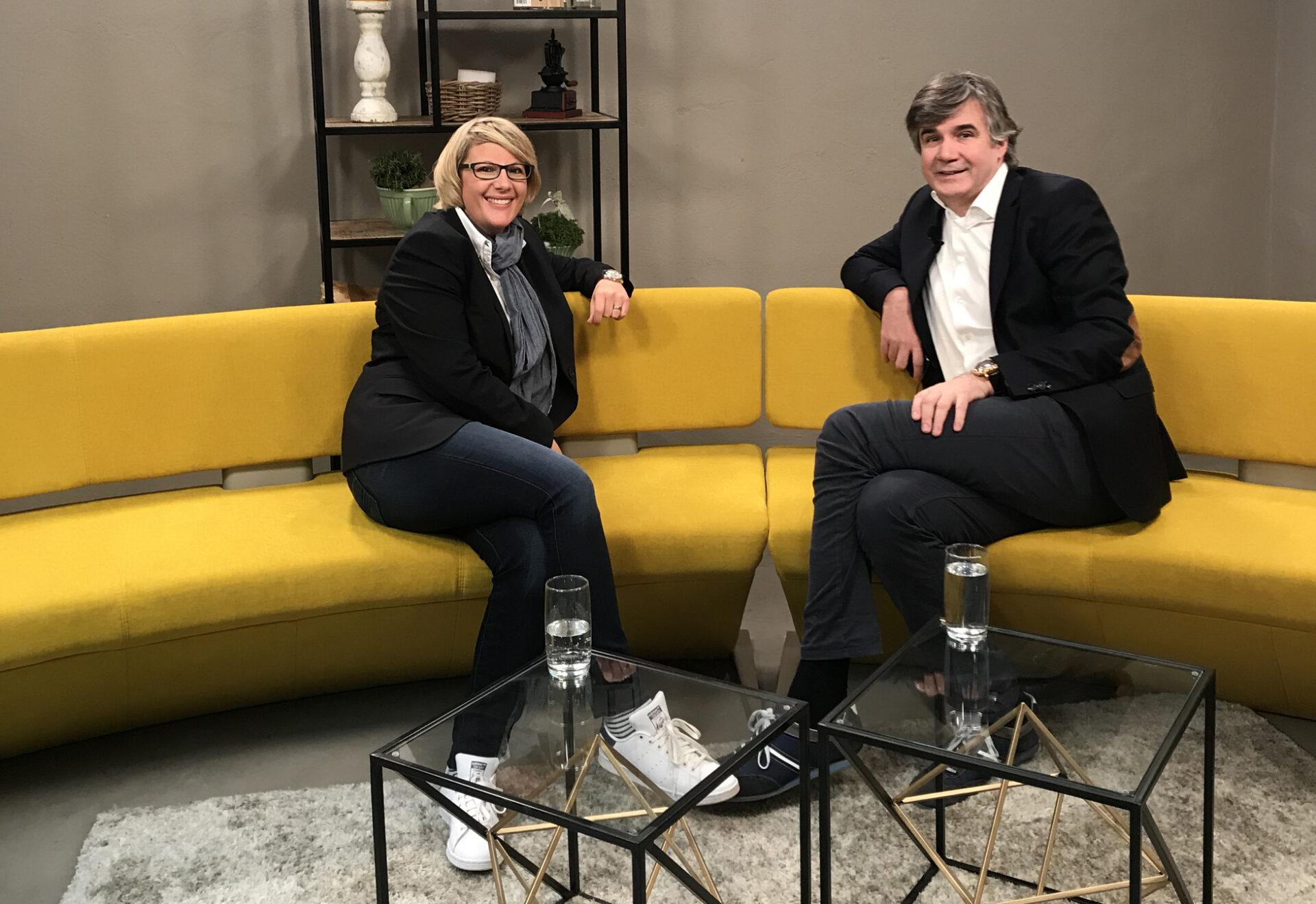Hermann Scherer und Katja Voigt im TV-Studio