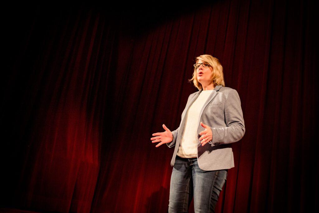 Katja Voigt auf der Bühne in Wien